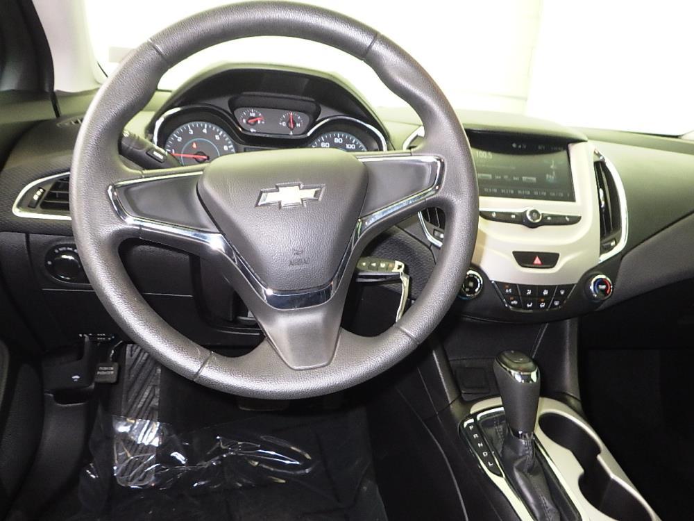 2017 Chevrolet Cruze LS - 1070065876