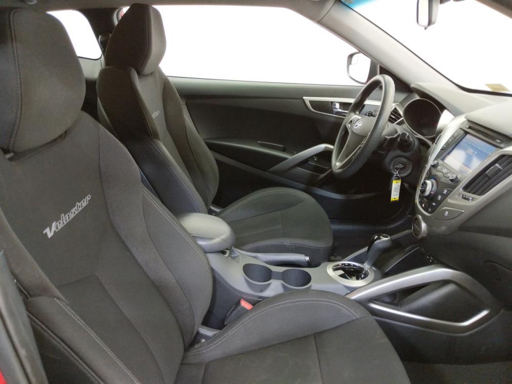 2016 Hyundai Veloster  - 1070067212