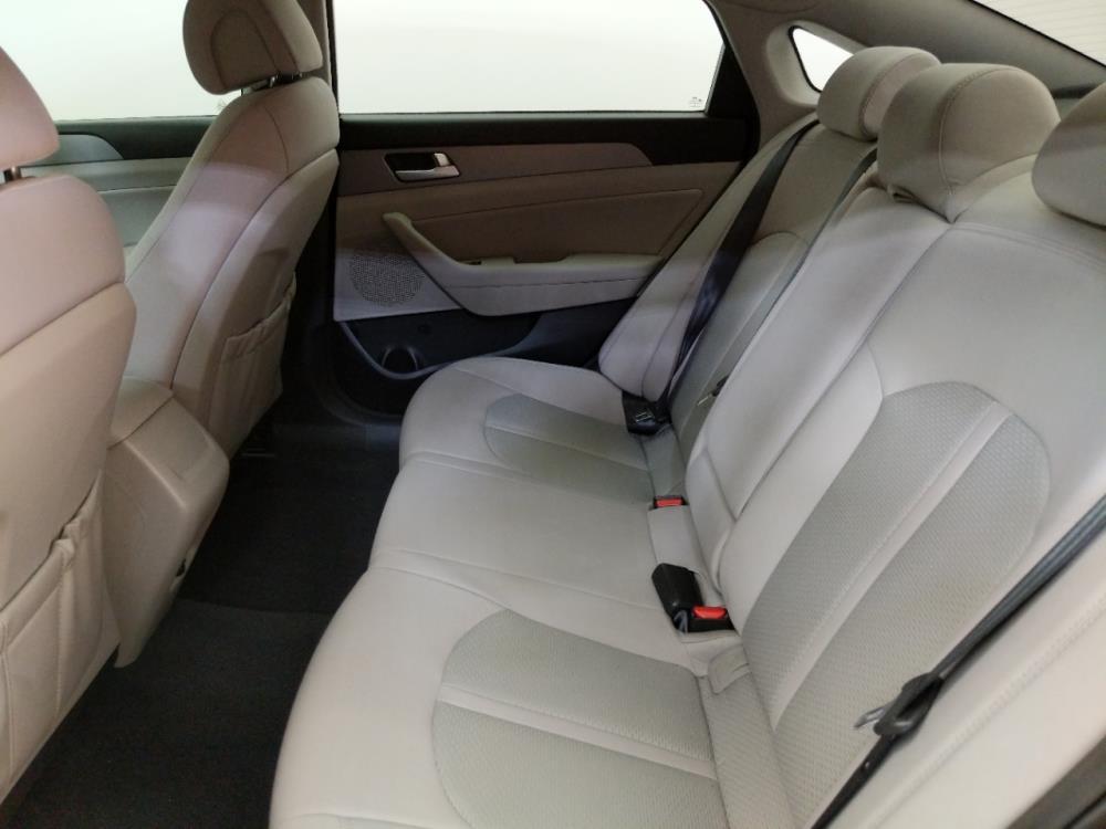 2015 Hyundai Sonata SE - 1070068295