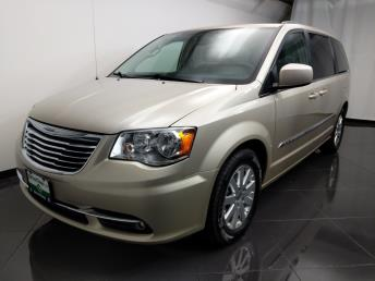 2016 Chrysler Town and Country Touring - 1080173214