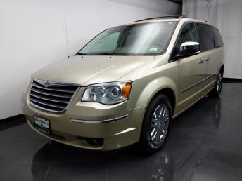 2010 Chrysler Town and Country Limited - 1080174150