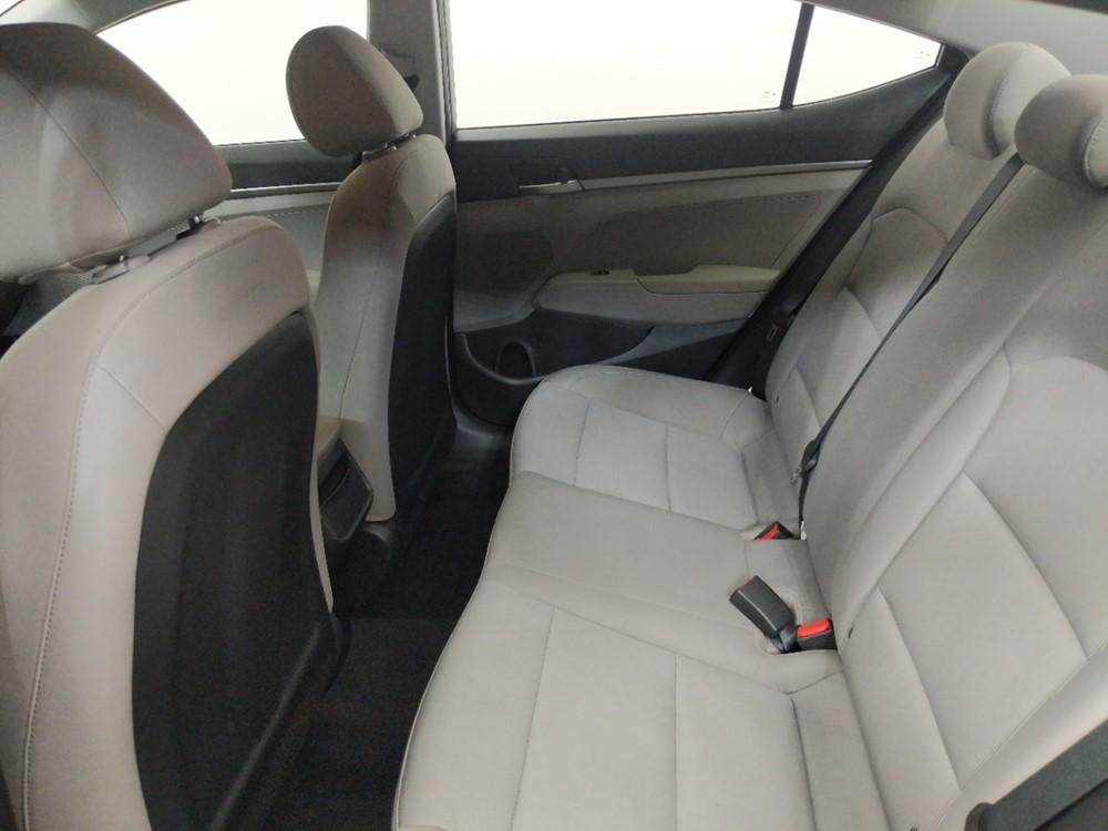 2017 Hyundai Elantra SE - 1080174888