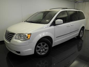 2010 Chrysler Town and Country - 1100042404