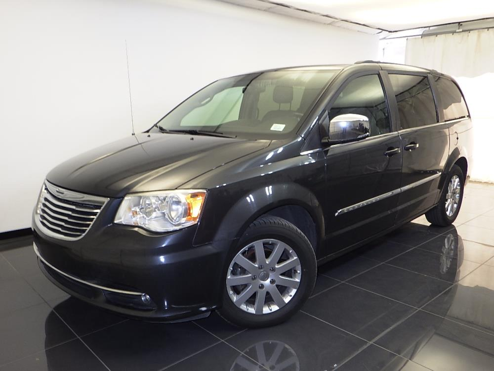 2011 Chrysler Town and Country - 1100043038