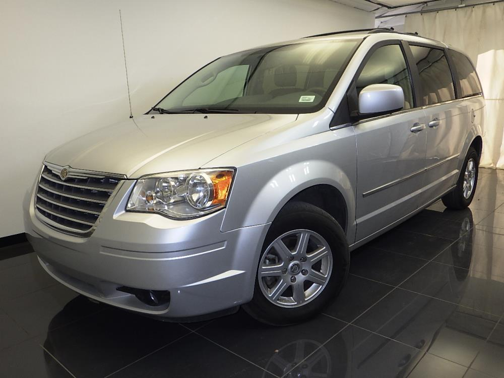 2010 Chrysler Town and Country - 1100043106