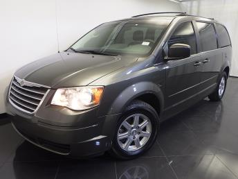 2010 Chrysler Town and Country - 1120121124