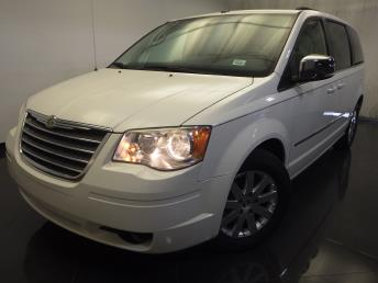 2010 Chrysler Town and Country - 1120122373