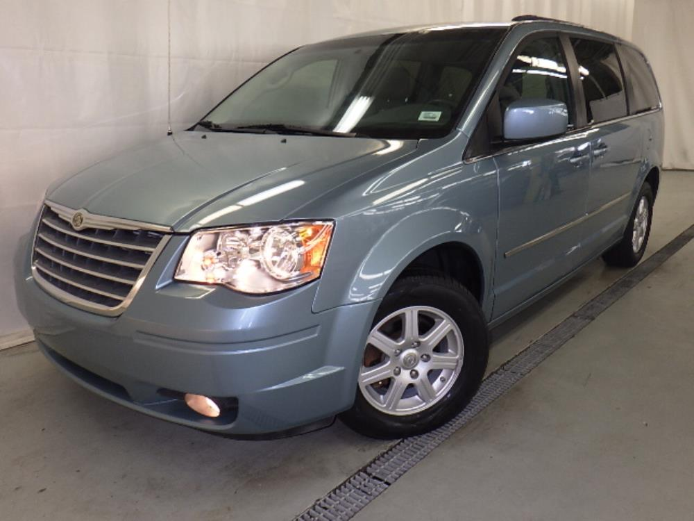2010 Chrysler Town and Country - 1120124911