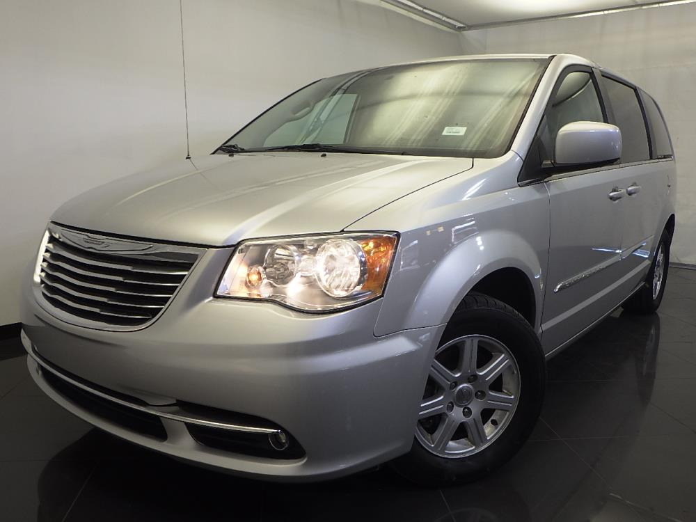 2011 Chrysler Town and Country - 1120126831