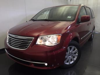2016 Chrysler Town and Country - 1120139112