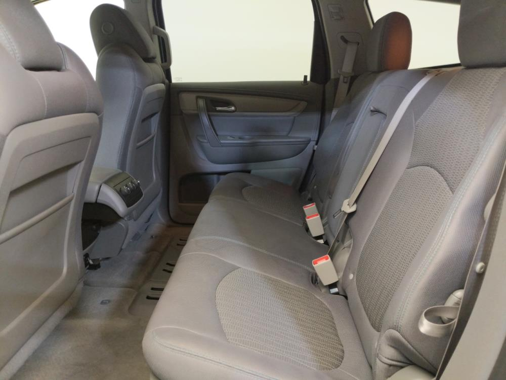 2017 Chevrolet Traverse LT - 1120142421