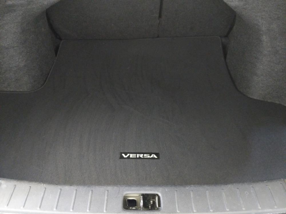 2017 Nissan Versa SV - 1120145414