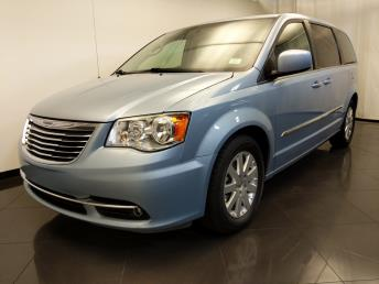 2013 Chrysler Town and Country Touring - 1120145938