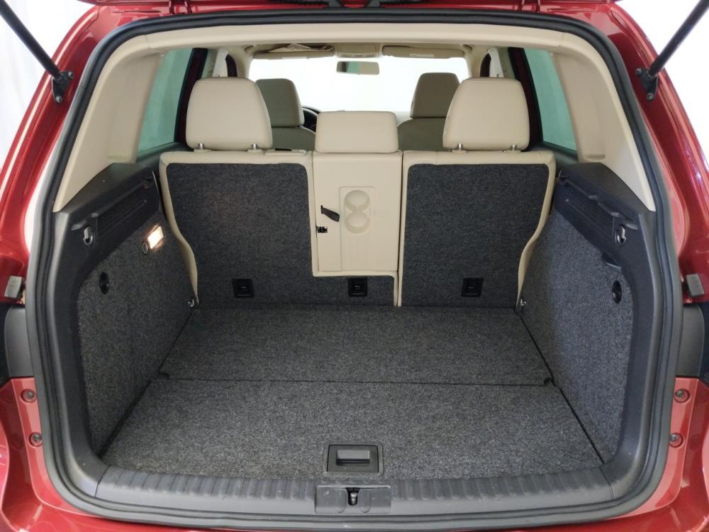 2012 Volkswagen Tiguan 2.0T LE - 1120146157