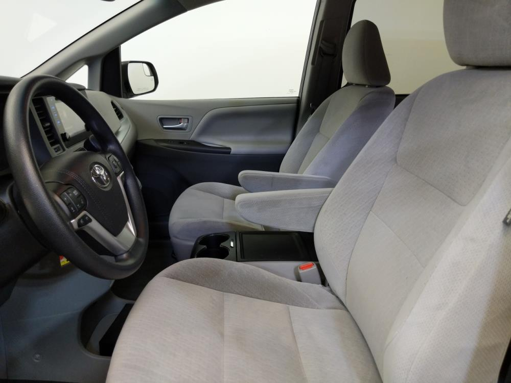 2015 Toyota Sienna LE - 1120146384