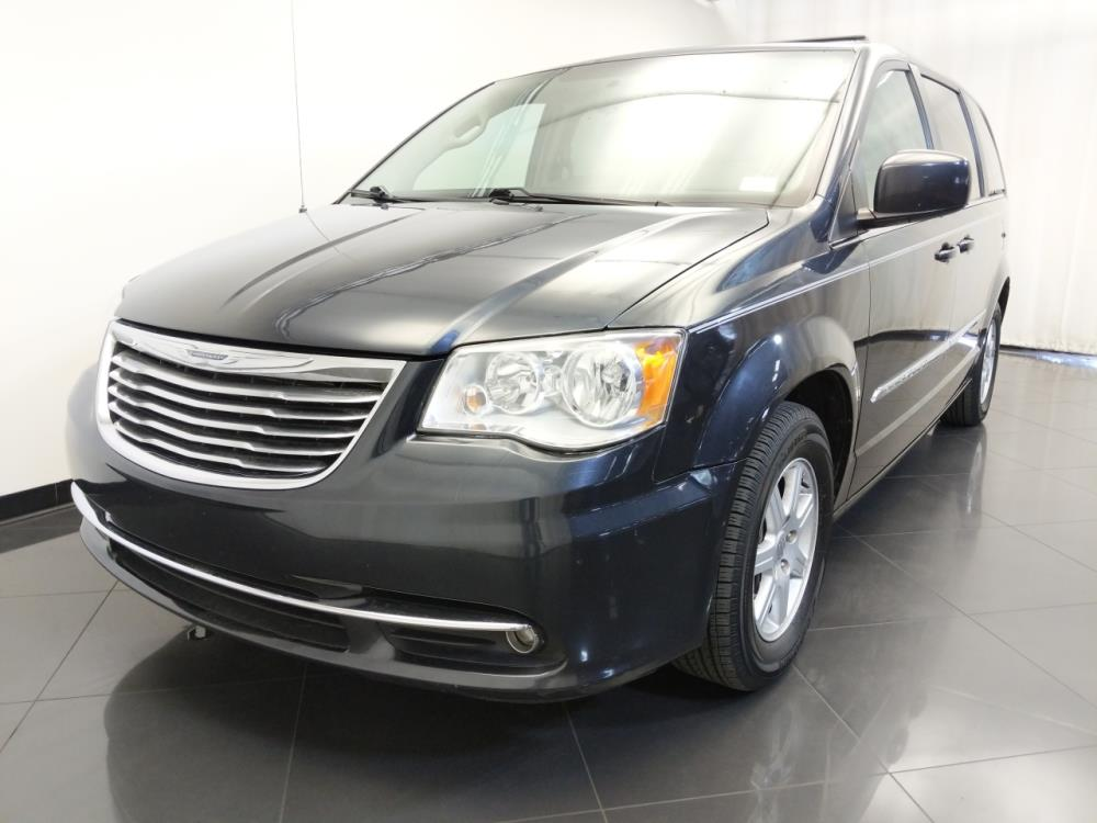 2013 Chrysler Town and Country Touring - 1120146666