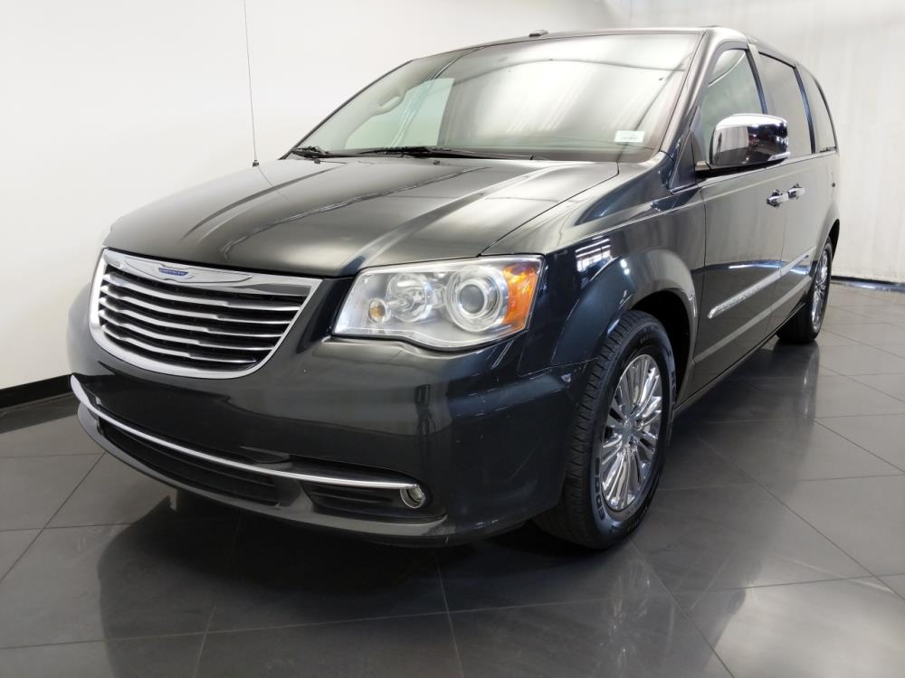 2011 Chrysler Town and Country Limited - 1120146799
