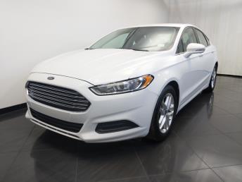 2016 Ford Fusion SE - 1120147563