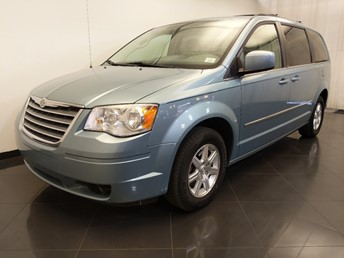 Used 2009 Chrysler Town and Country