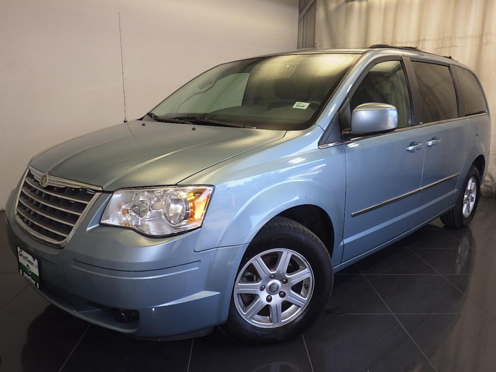 2010 Chrysler Town and Country - 1150091147