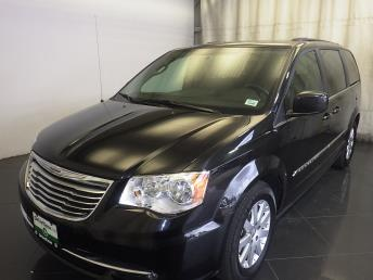 2016 Chrysler Town and Country - 1150096099