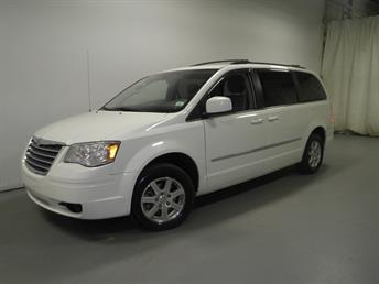 2009 Chrysler Town and Country - 1190088444