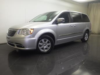 2012 Chrysler Town and Country - 1190103328