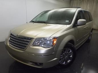 2010 Chrysler Town and Country - 1190106903