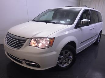 2011 Chrysler Town and Country - 1190109524