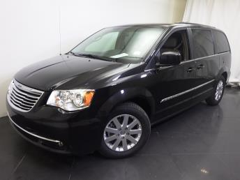 2016 Chrysler Town and Country - 1190114398