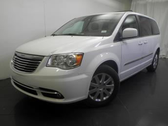 2016 Chrysler Town and Country - 1190115261