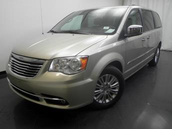 2013 Chrysler Town and Country Touring-L - 1190117538