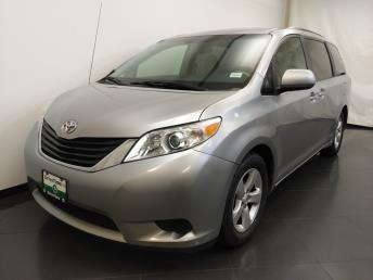 2011 Toyota Sienna LE - 1190123035