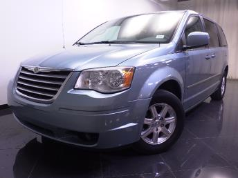 2009 Chrysler Town and Country - 1240015788
