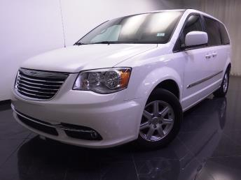 2012 Chrysler Town and Country - 1240016510