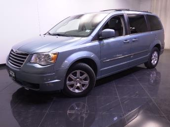 2009 Chrysler Town and Country - 1240018882