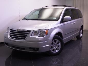 2010 Chrysler Town and Country - 1240020200