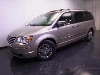 2009 Chrysler Town and Country - 1240021240