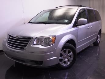 2008 Chrysler Town and Country - 1240021598