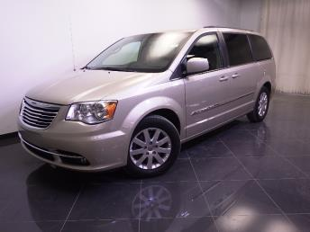 2013 Chrysler Town and Country - 1240022645