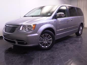 2014 Chrysler Town and Country - 1240026619