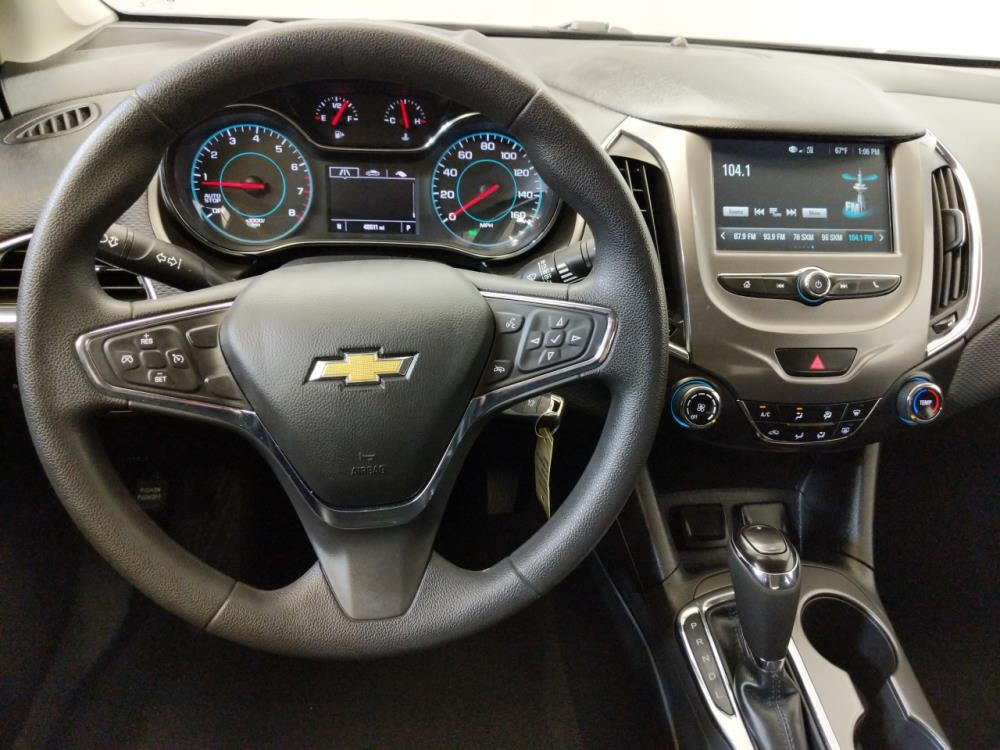 2017 Chevrolet Cruze LT - 1240030022