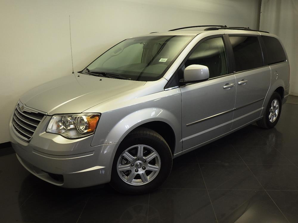 2010 Chrysler Town and Country - 1310010961