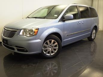 2013 Chrysler Town and Country - 1310012471