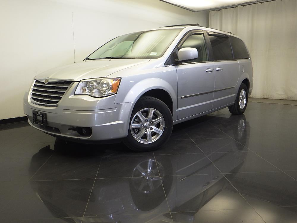 2009 Chrysler Town and Country - 1310013827