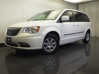 2012 Chrysler Town and Country - 1310014133