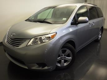 2016 Toyota Sienna LE - 1310016451