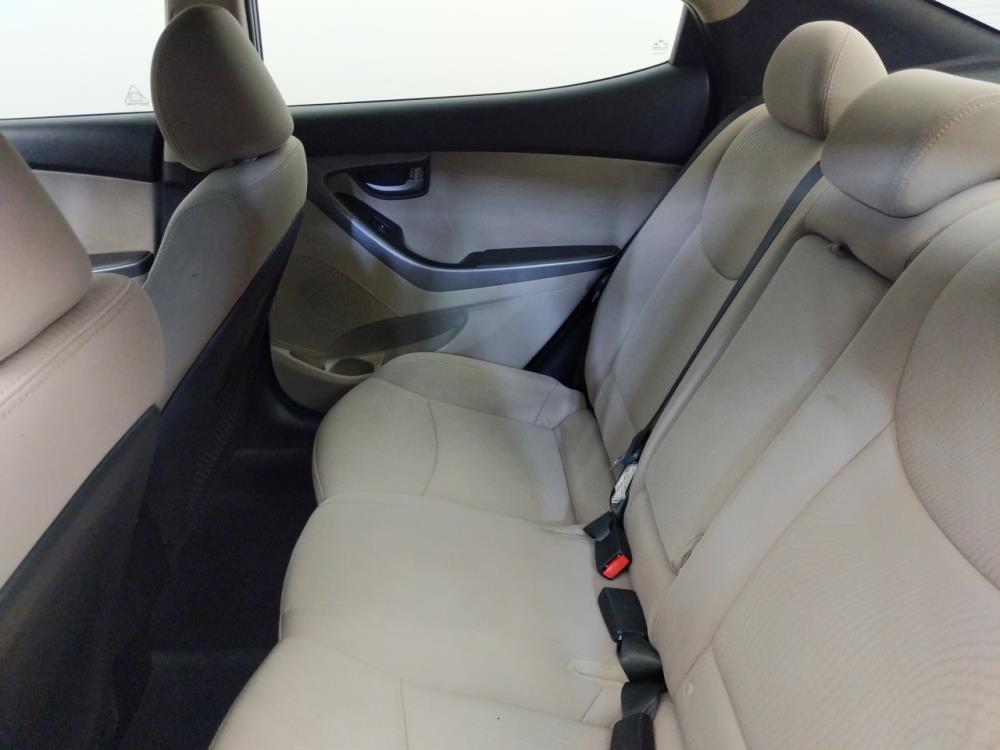 2016 Hyundai Elantra SE - 1310017501