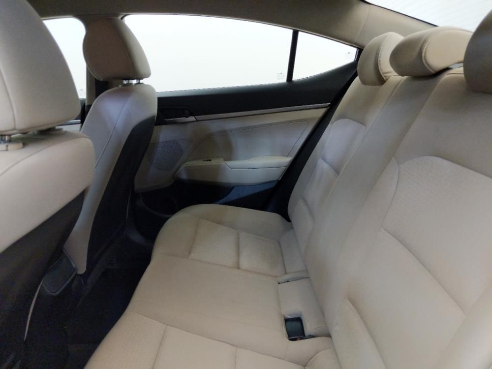 2017 Hyundai Elantra SE - 1310019398