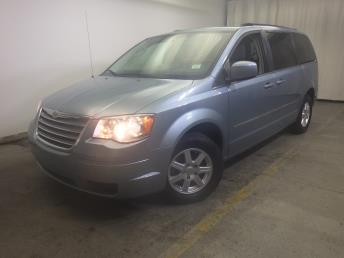 2010 Chrysler Town and Country - 1320010542